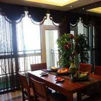 卫生间属于室内工作场所。上海市禁烟条例规定室内...