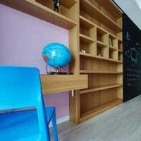 家装选用大量金属门、金属装饰品、金属置物架,健...