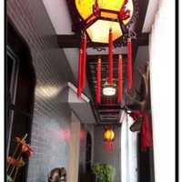 本人现居上海,租住在上海老式里弄的旧房子里,最...