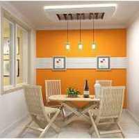 空間利用餐廳和廚房的拐角設計酒柜