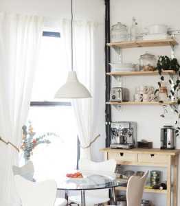 客厅白墙深色门
