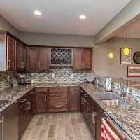 现代别墅简洁温馨淡雅厨房装修效果图