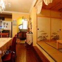 大空间卧室花色壁纸背景墙装修效果图