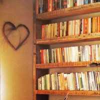 书架书桌黄色书房装修效果图