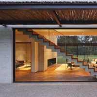 小户型简约风格长方形客厅(客厅餐厅是一体的)地砖是白色门也...