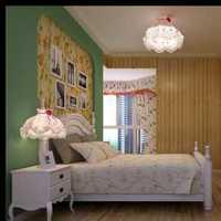 120平米两面彩光是长方形两边是卧室中间客厅没窗装