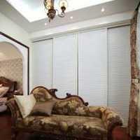 三个卧室门正对客厅装修效果图