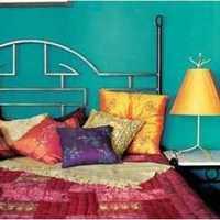 现代简约原木卧室装修效果图