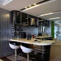 裝修墻是白色底板用的淺色瓷磚門用黑的好呢還是白的好呢