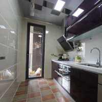 厨房黑色相拼地磁砖搭配装修效果图