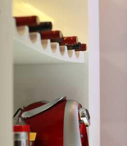 储物柜放衣服储物柜的材料选塑料还是树脂