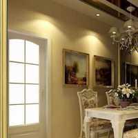 丁丁家准备在客厅铺上木地板装潢公司标价每平方