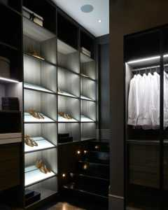 安静放松的白色卧室设计
