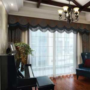 我家是老房子的两个阳面中间是客厅我想划出一个放餐桌的位