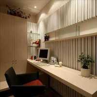 客廳背景墻抱枕別具創意的沙發背景墻效果圖