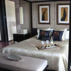 卧室书桌和床搭配