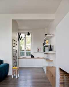 厨房是白色客厅是白色