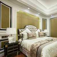 家装风格是现代简约风格沙发背景墙是绿色的沙发是白色的搭