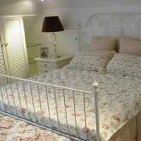 家庭时尚卧室白色窗帘装修效果图