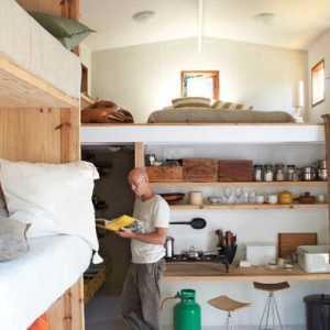 贴一间卧室10来平方米的墙纸大概要多少钱啊
