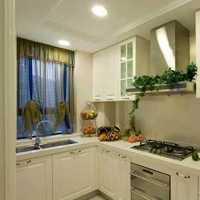 美式暗色系厨房装修效果图