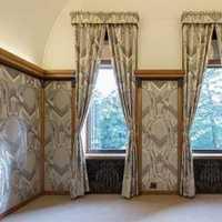 二居沙发背景墙落地灯装修效果图